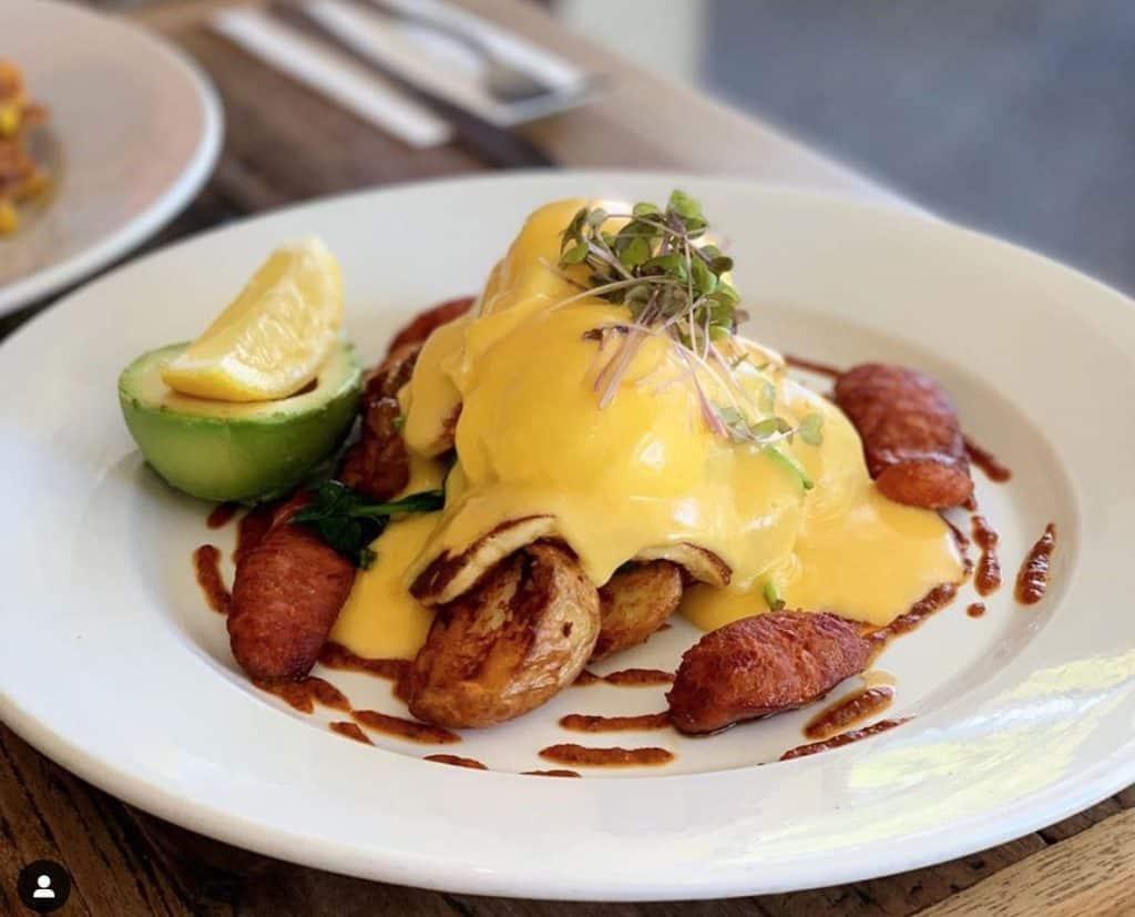 Breakfast in Byron Bay - dip cafe