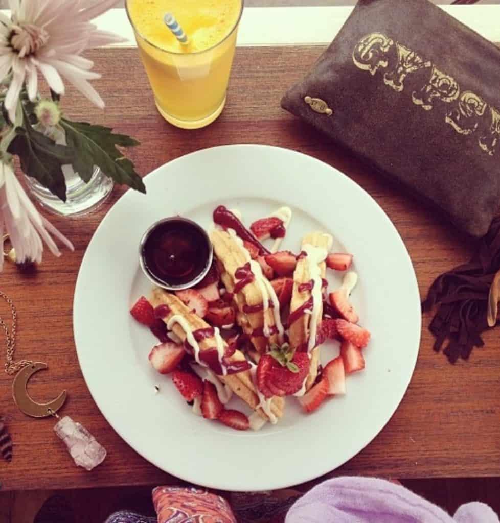 Breakfast in Byron Bay - manna haven